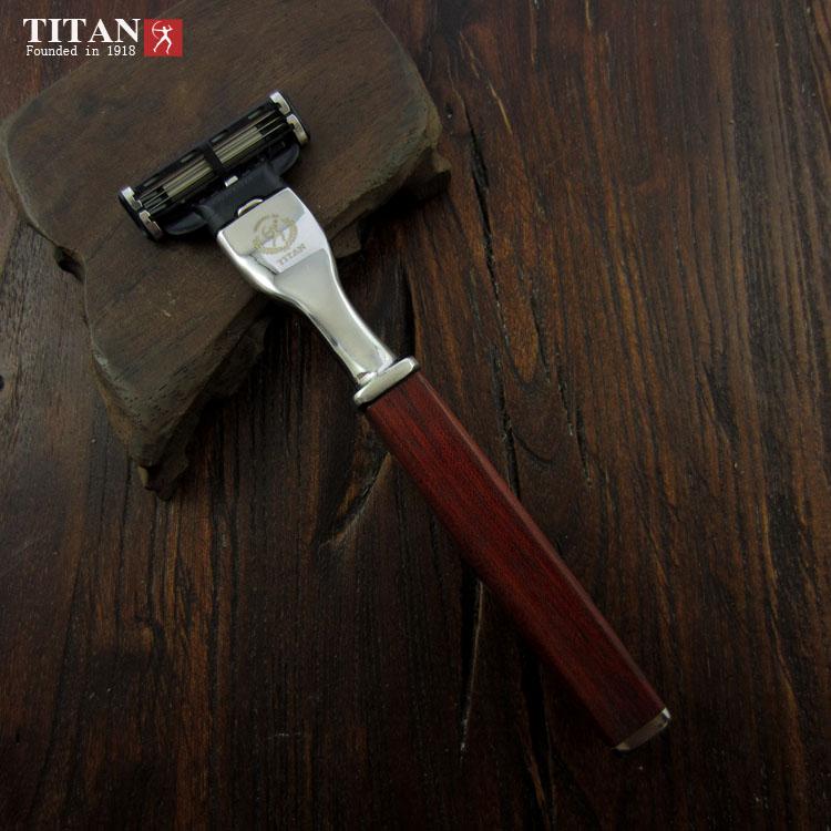 Strojek na holení Titan Mach3 red square