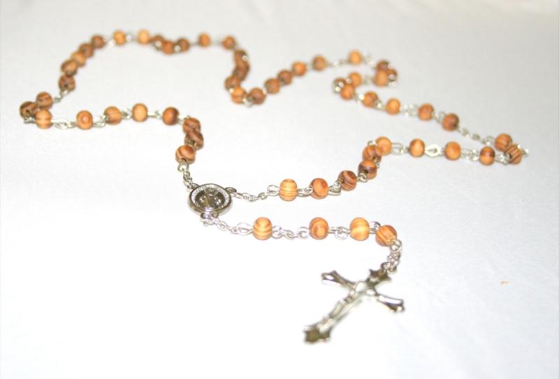 Růženec s dřevěnými perlami